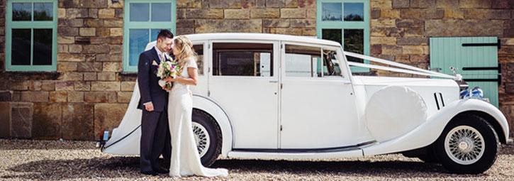Düğün arabası için kurdeleleri seçin