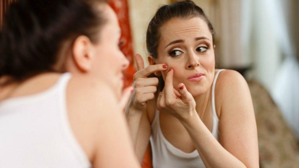 Yüzünüzün belli bölgelerinde çıkan sivilceler, sağlığınızla ilgili size bir şeyler anlatıyor olabilir.