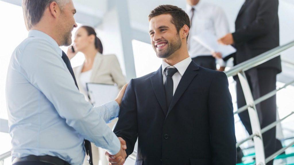 İçten bir gülümseme, güvenilir ve işbirliğine gidilebilir bir yapıda olduğunuzu söylüyor.