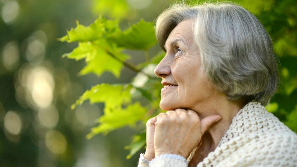 Yapılan araştırmalar sonucu iyimserliğin genel itibariyle yaşlandıkça azaldığı sonucuna ulaşılıyor.