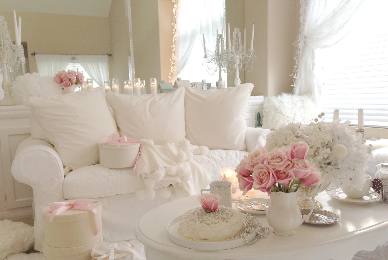 pembe-beyaz-dosemeli-beyaz-ev-dekorasyonu-modeli