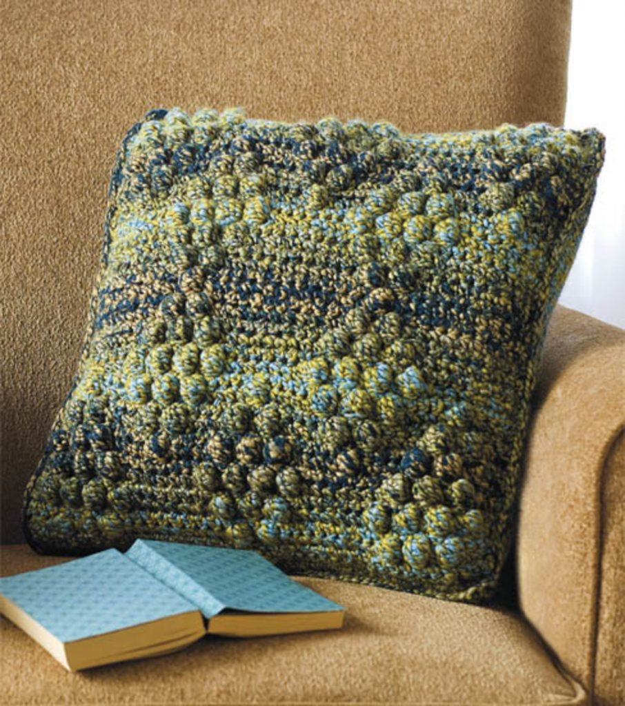 Вязаные подушки для дивана своими руками