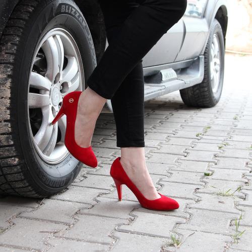 Topuklu ayakkabı ile nasıl yürünür2
